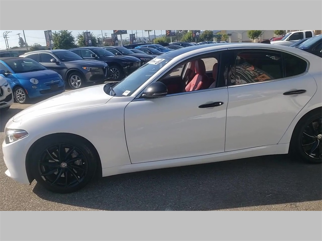 Certified Pre-Owned 2017 Alfa Romeo Giulia Base